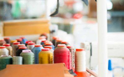 verschillende kleuren naaigaren